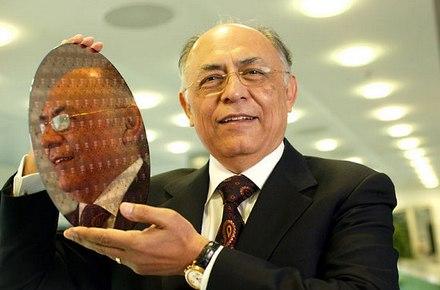 Гектор Руис, сменил Джерри Сандерса в 2000 году.