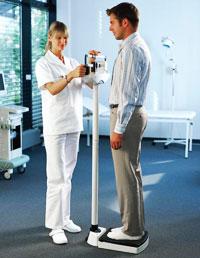 Измерение веса пациента медицинскими весами