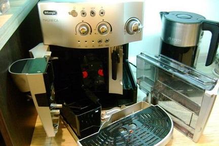 Разборка корпуса кофемашины для чистки