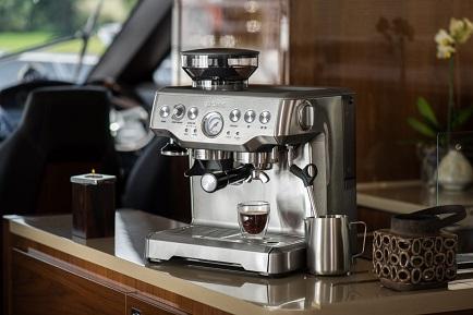 Кофеварка Bork C804 в интерьере кухни