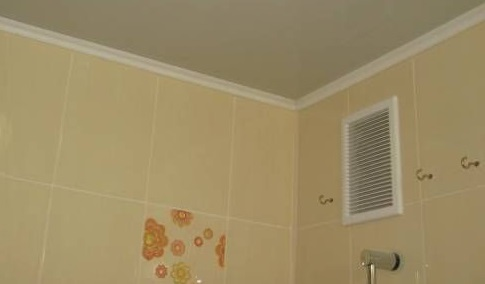 Вытяжка для ванной в углу